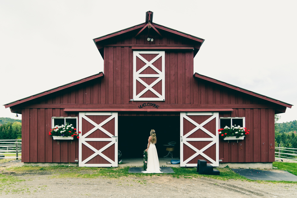Vermont horse stable wedding photoshoot
